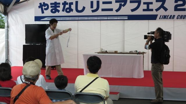 http://www.yamanashi-kankou.jp/blog/06_fes_ue_chan_w_TV_crue.jpg