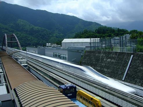 http://www.yamanashi-kankou.jp/blog/linear_kengaku_center_MAGLEV2.jpg