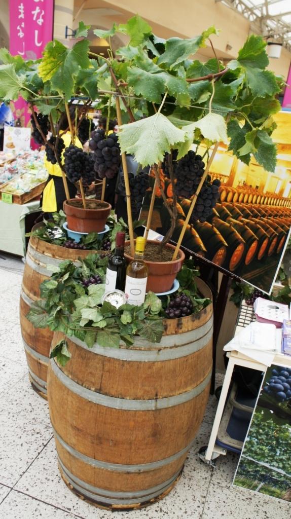 http://www.yamanashi-kankou.jp/blog/yamanashi_sanchoku_grapes.jpg